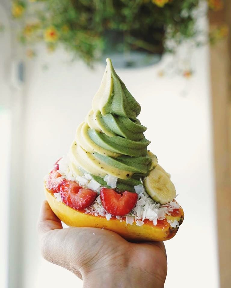 Banán a-peels to Healthy Dairy-Free Ice Cream Seekers in Honolulu - it's a local banana soft serve chain that offers dairy-free and vegan, cool and creamy treats