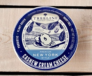 Treeline Cashew Cream Cheese (New York Style) Review and Information (Ingredients, Ratings and more!). Dairy-free, plant-based, gluten-free, vegan and paleo with just 5 ingredients.
