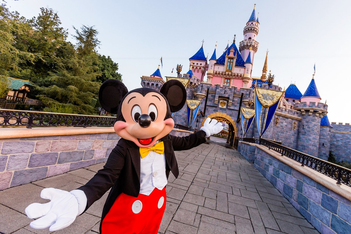 Disneyland Dairy-Free Guide - All the Food Options at Disneyland Park, California Adventure, Downtown Disney, and Disneyland Hotels with plant-based and gluten-free options, too